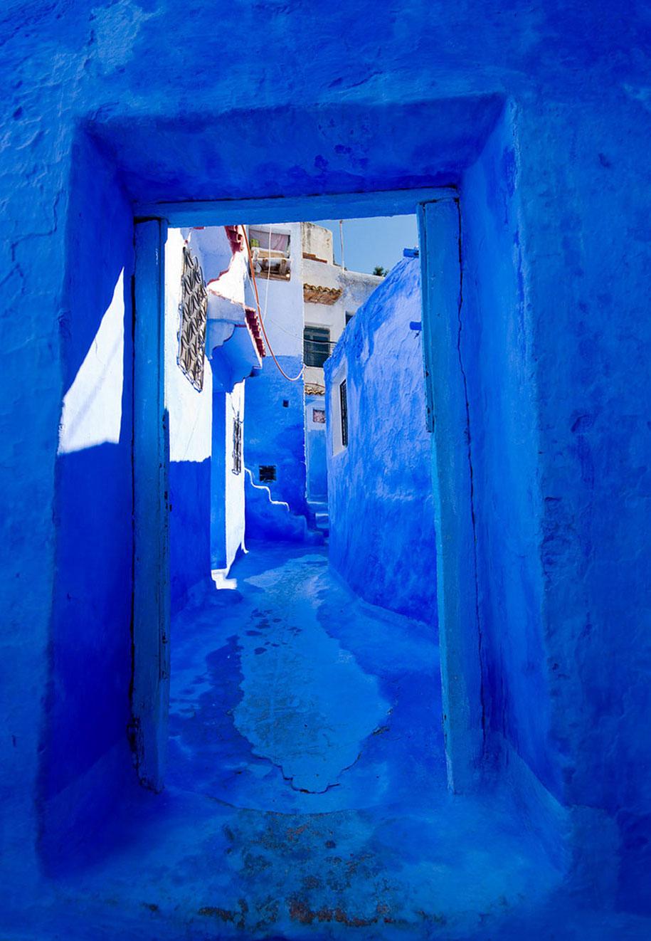 blue-town-walls-chefchaouen-morocco-12