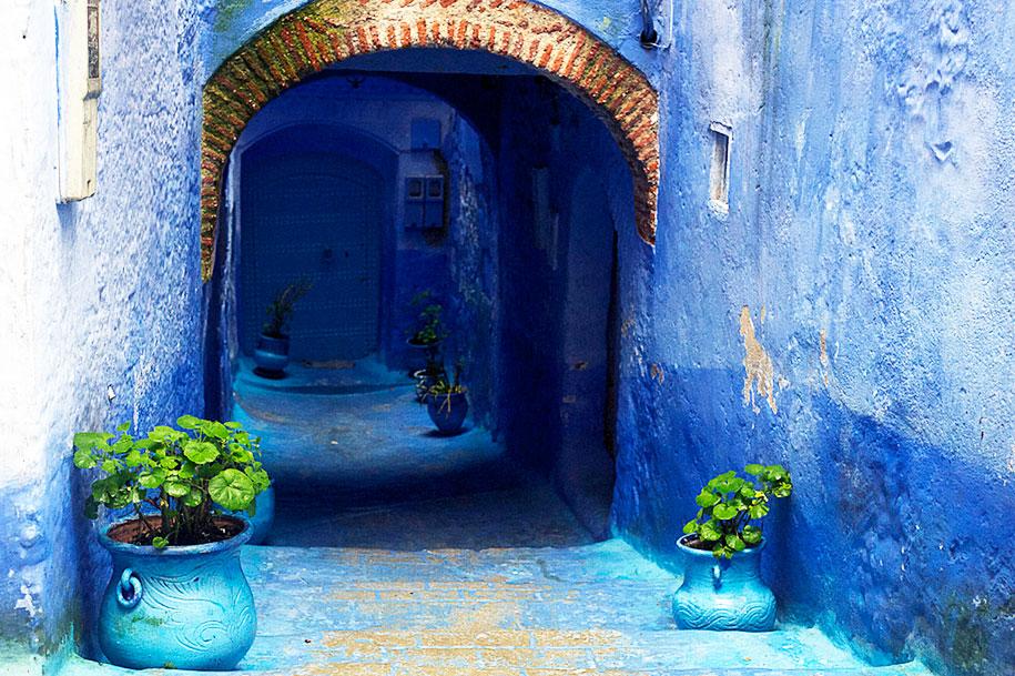 blue-town-walls-chefchaouen-morocco-13