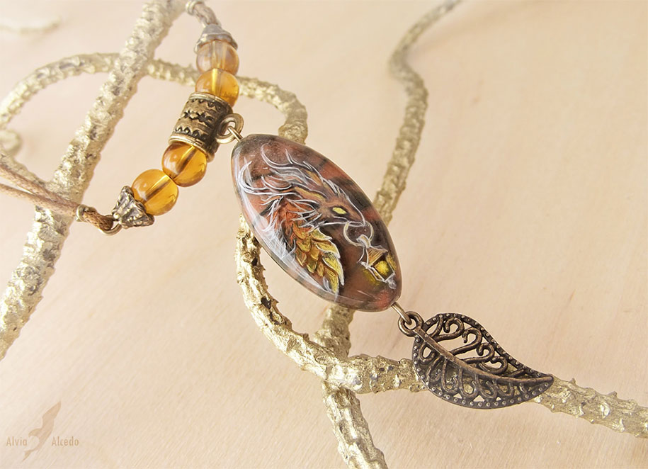 fantasy-creatures-stone-painting-necklaces-alvia-alcedo-3