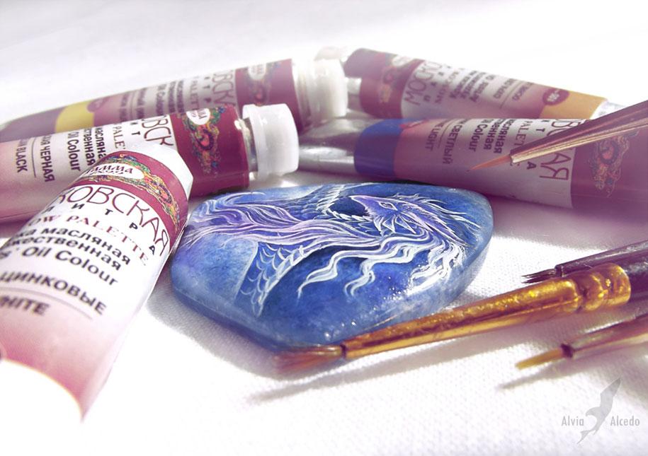 fantasy-creatures-stone-painting-necklaces-alvia-alcedo-4