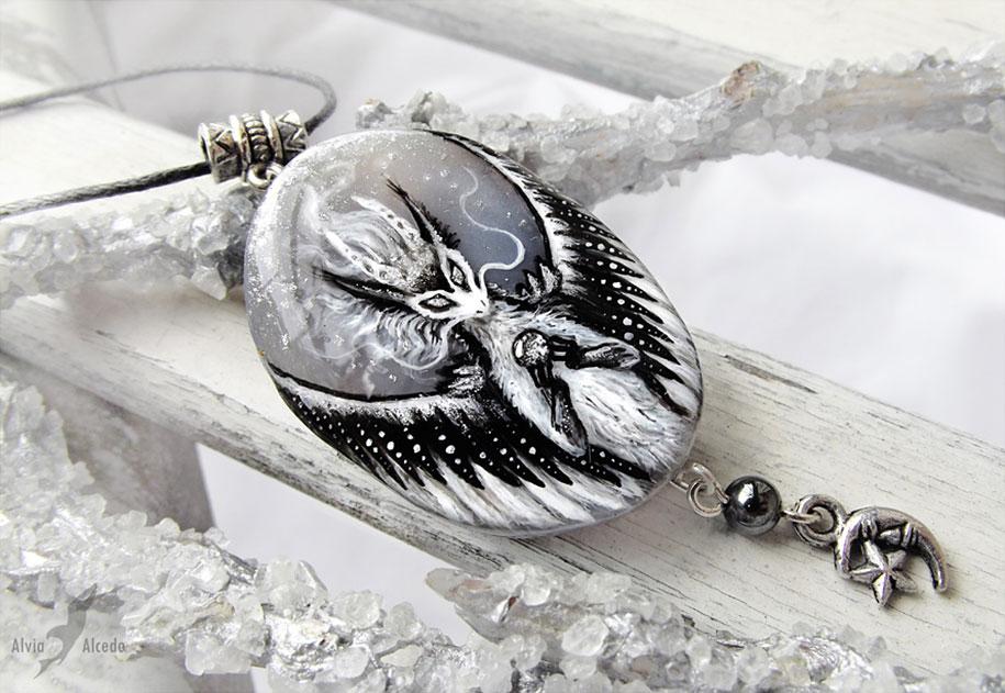 fantasy-creatures-stone-painting-necklaces-alvia-alcedo-6