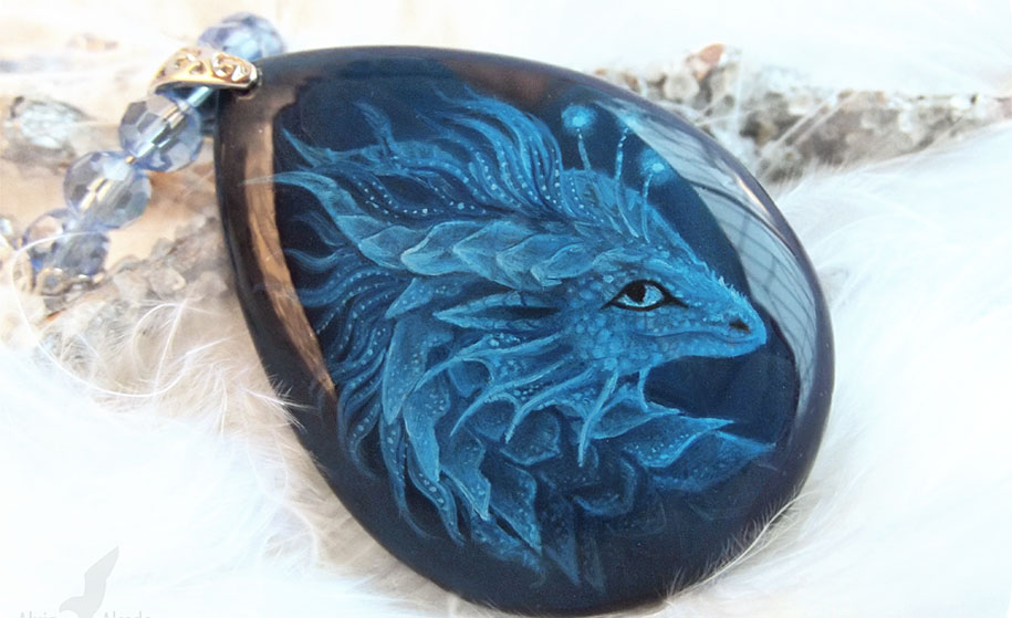 fantasy-creatures-stone-painting-necklaces-alvia-alcedo-7