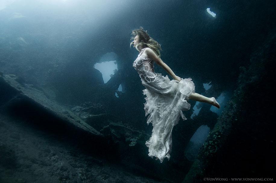 underwater-photography-shipwreck-bali-benjamin-von-wong-4