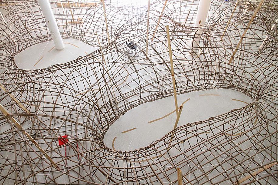wood-tunnels-art-installation-henrique-oliveira-10