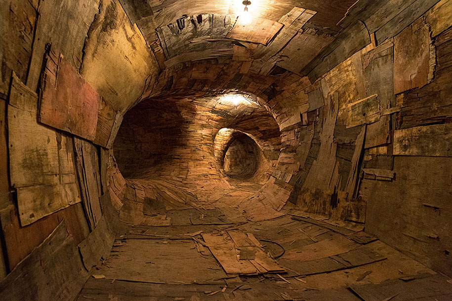 wood-tunnels-art-installation-henrique-oliveira-5