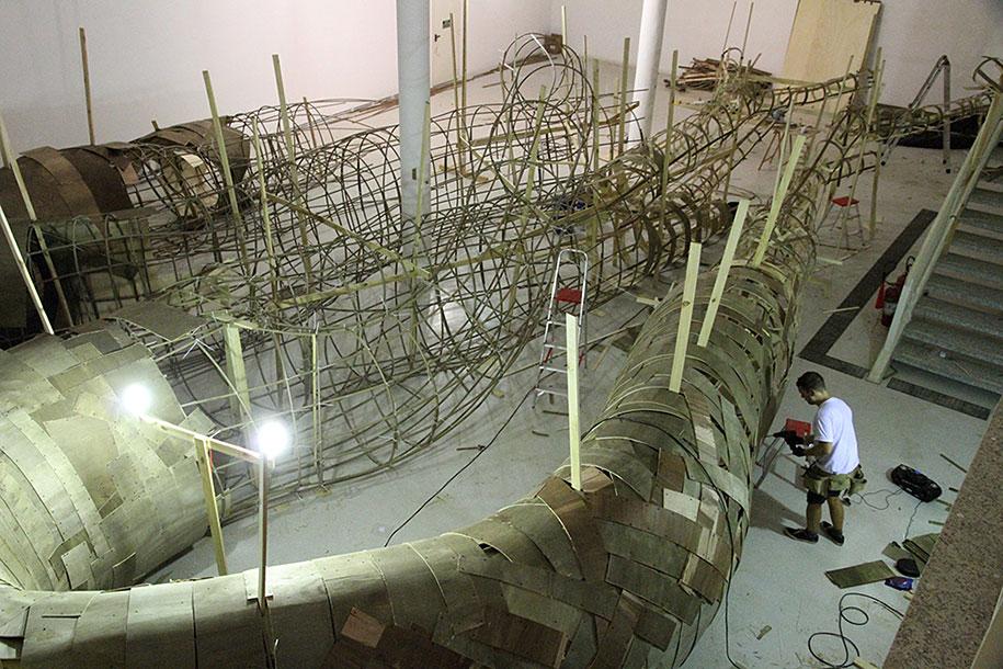wood-tunnels-art-installation-henrique-oliveira-8