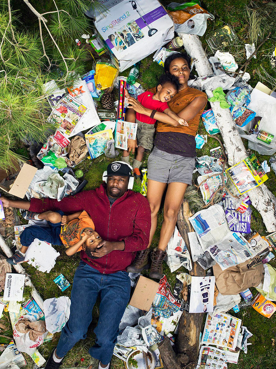 7-days-of-garbage-environmental-issues-photography-gregg-segal-2