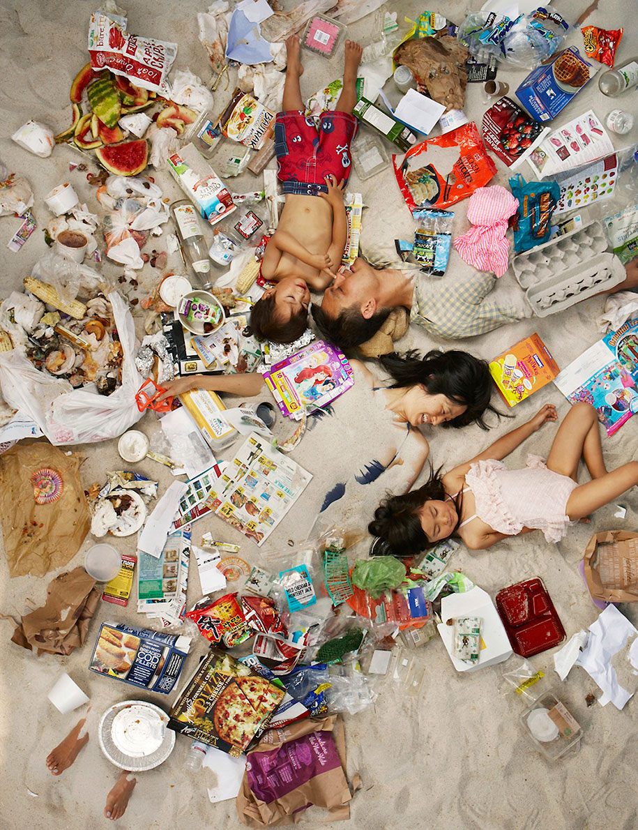 7-days-of-garbage-environmental-issues-photography-gregg-segal-8