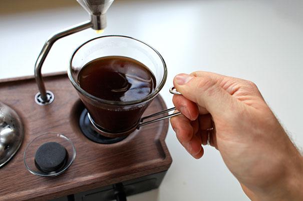 barisieur-alarm-clock-coffee-maker-joshua-renouf-11