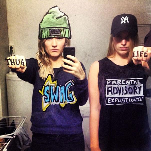 bathroom-mirror-selfies-funny-illustration-art-mirrorsme-13