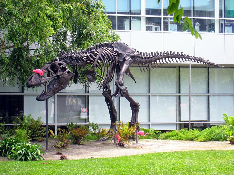 google-campus-dinosaur-stan-flamingos-3
