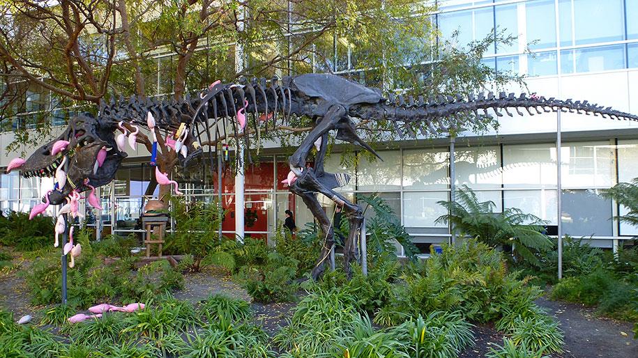 google-campus-dinosaur-stan-flamingos-5