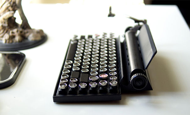 qwerkywriter-vintage-mechanical-typewriter-qwerkytoys-6