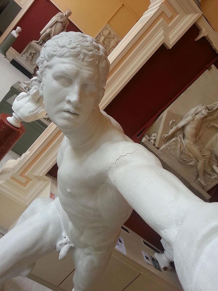 greco-roman-statue-selfies-2