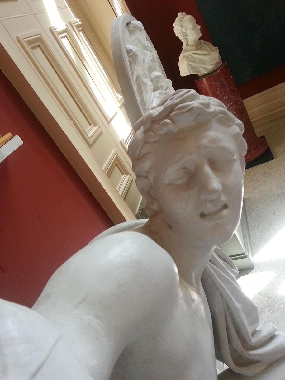 greco-roman-statue-selfies-4