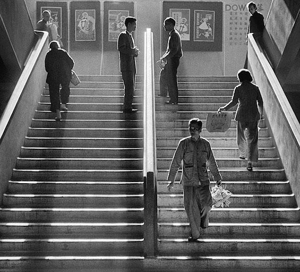 hong-kong-black-and-white-street-photography-ho-fan-1