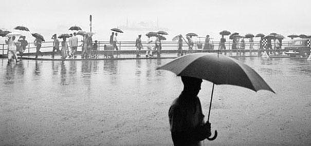 hong-kong-black-and-white-street-photography-ho-fan-15