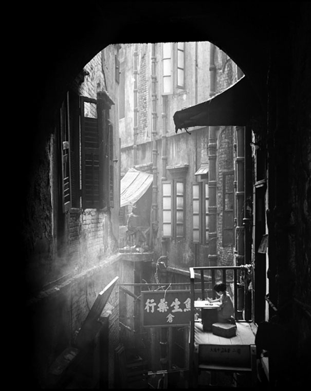 hong-kong-black-and-white-street-photography-ho-fan-16