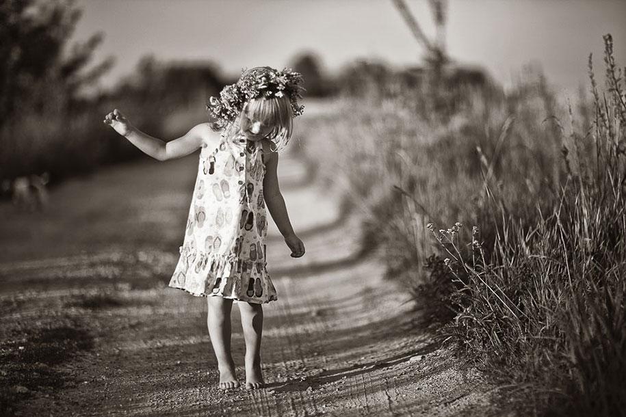 summertime-countryside-children-photography-izabela-urbaniak-10
