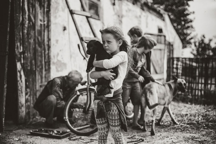 summertime-countryside-children-photography-izabela-urbaniak-21