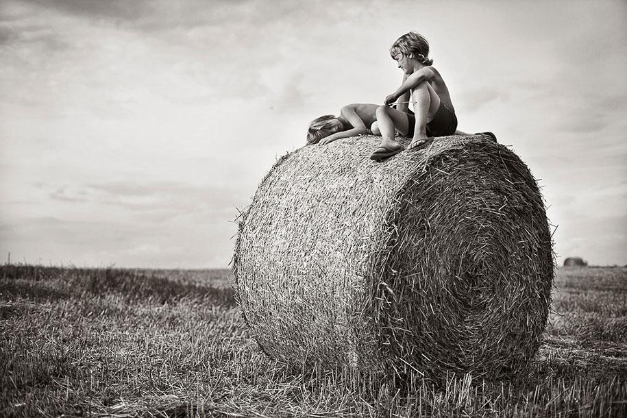summertime-countryside-children-photography-izabela-urbaniak-5