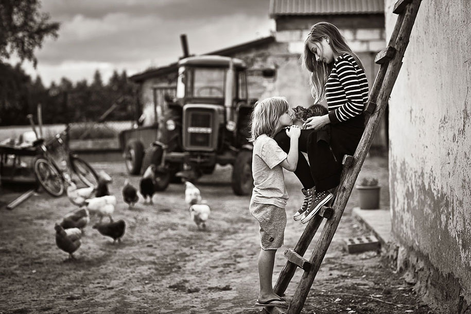 summertime-countryside-children-photography-izabela-urbaniak-9