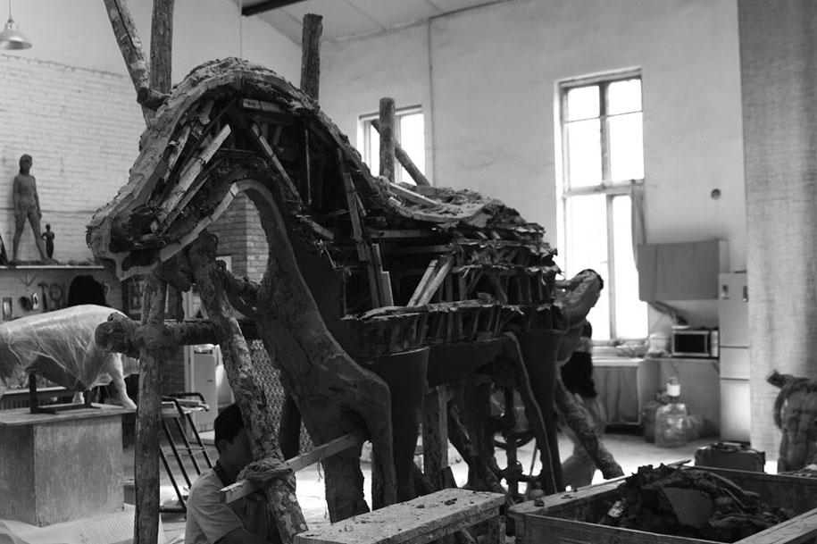 dreams-surreal-animal-sculptures-wang-ruilin-11
