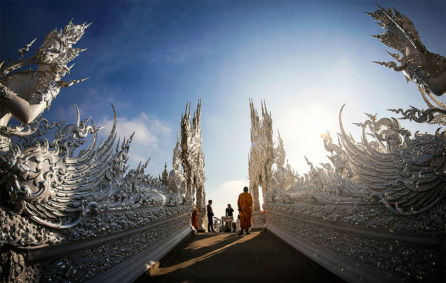 white-temple-wat-rong-khun-buddhist-thailand-architecture-11