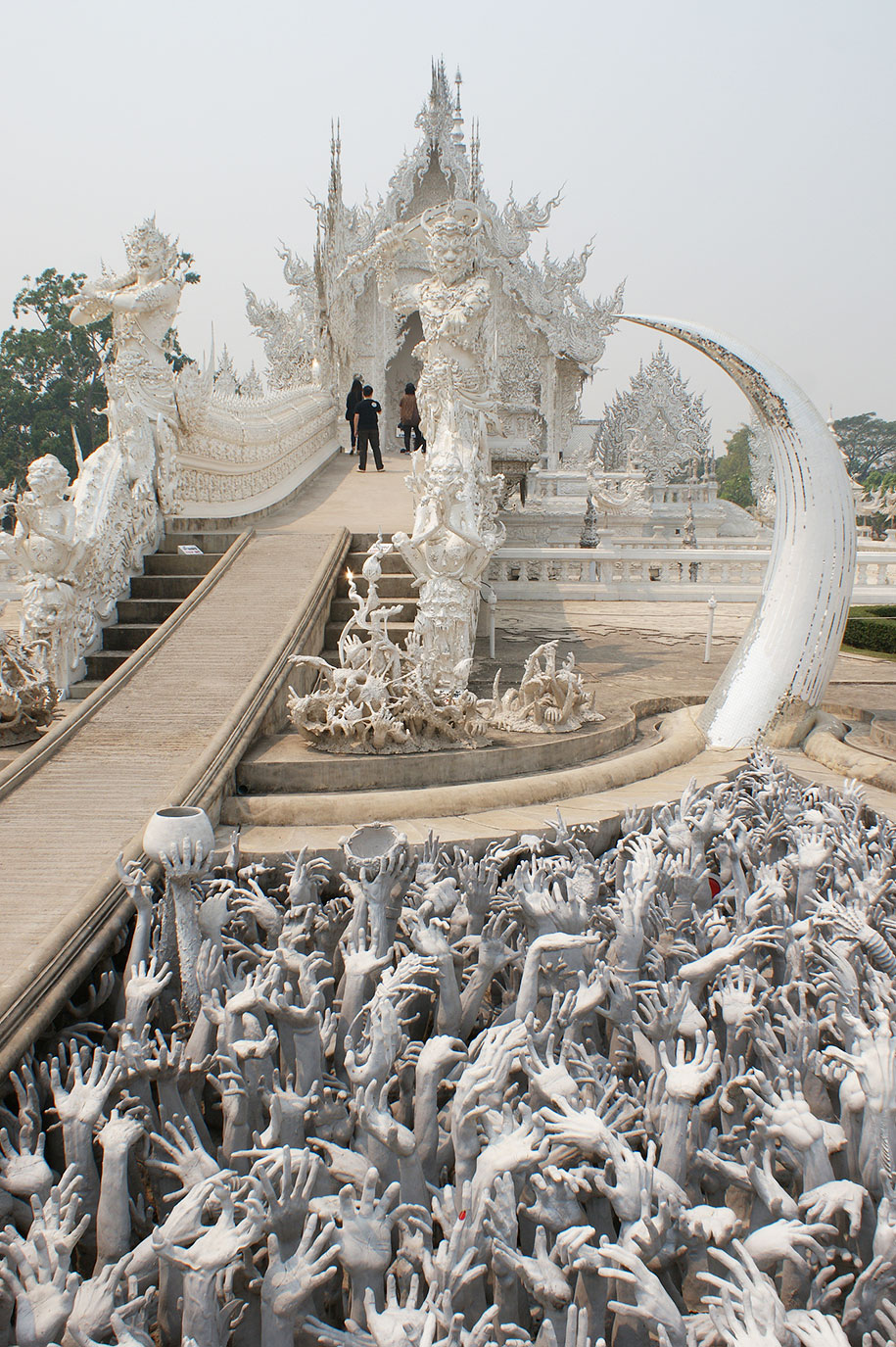 white-temple-wat-rong-khun-buddhist-thailand-architecture-6