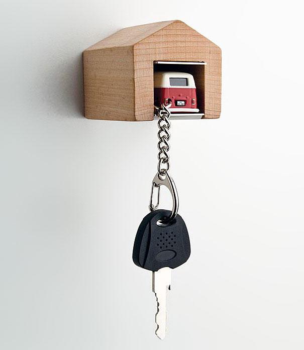 wooden-garage-car-keys-holder-andre-rumann-1