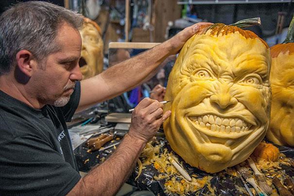 creepy-pumpkin-carvings-jon-neill-17