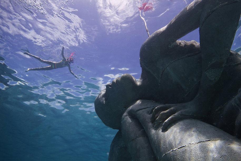 ocean-atlas-underwater-sculpture-bahamas-jason-decaires-taylor-3