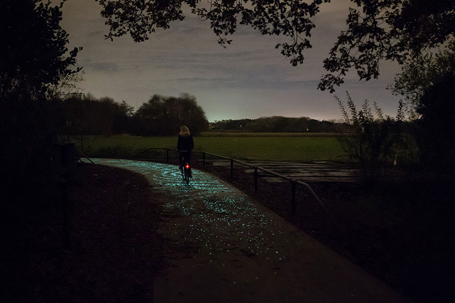 led-glowing-van-gogh-bicycle-path-nuenen-netherlands-daan-roosegaarde-1