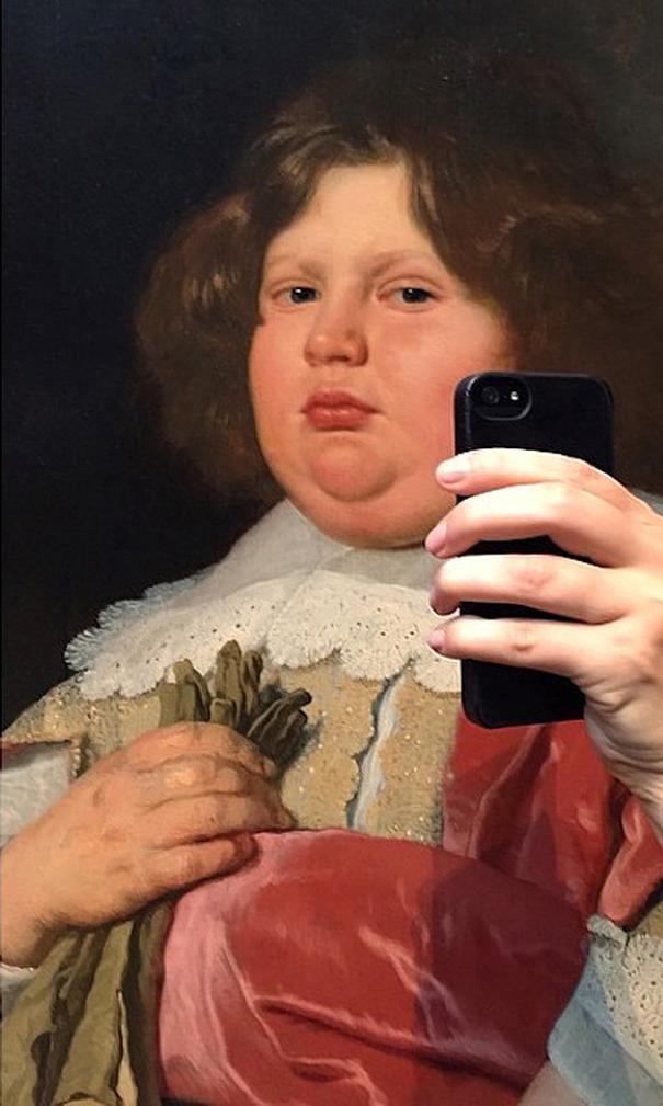 museum-historical-paintings-selfie-olivia-muus-1