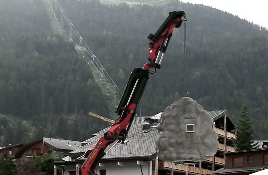 antoine-boulder-cabin-switzerland-alps-bureau-a-13