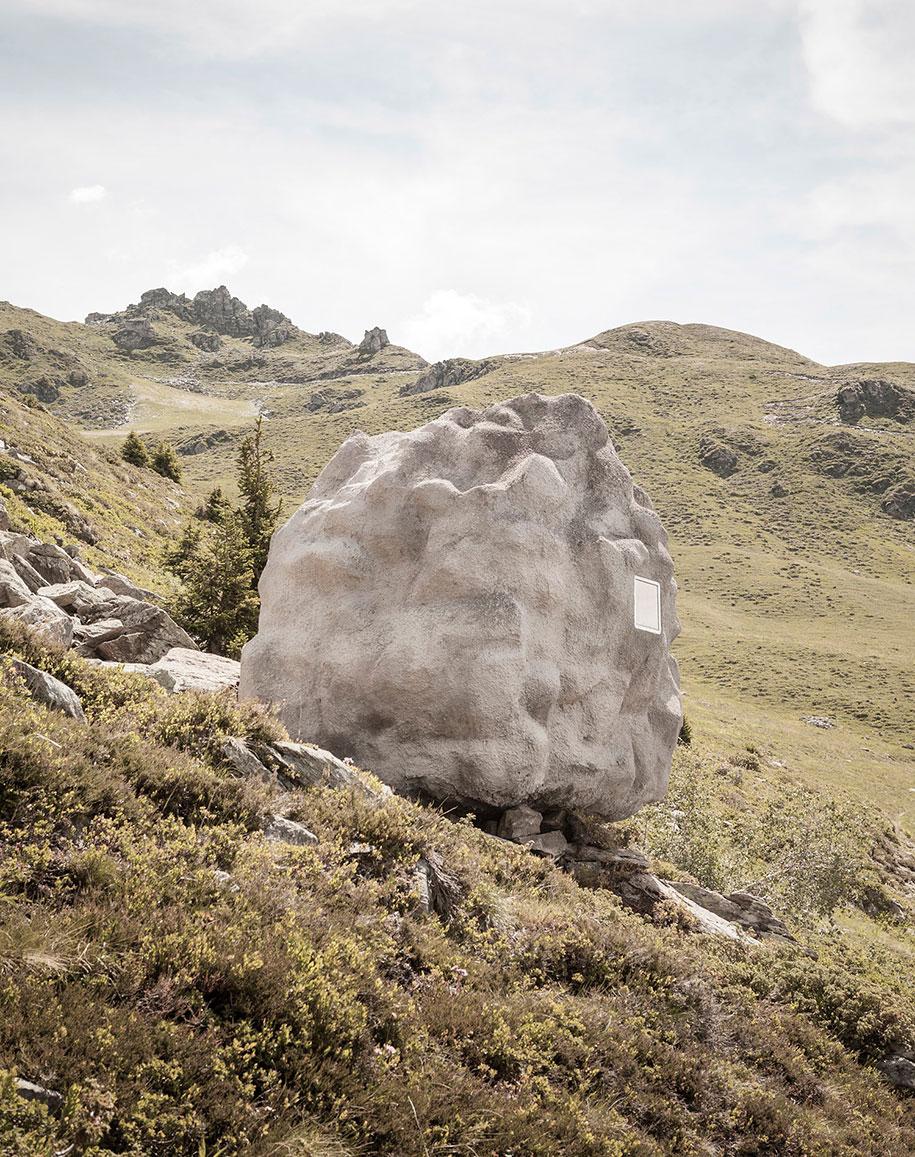 antoine-boulder-cabin-switzerland-alps-bureau-a-2