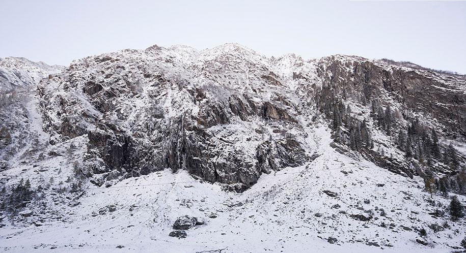 antoine-boulder-cabin-switzerland-alps-bureau-a-3