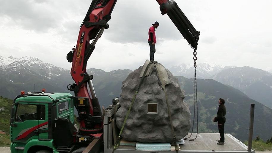 antoine-boulder-cabin-switzerland-alps-bureau-a-9