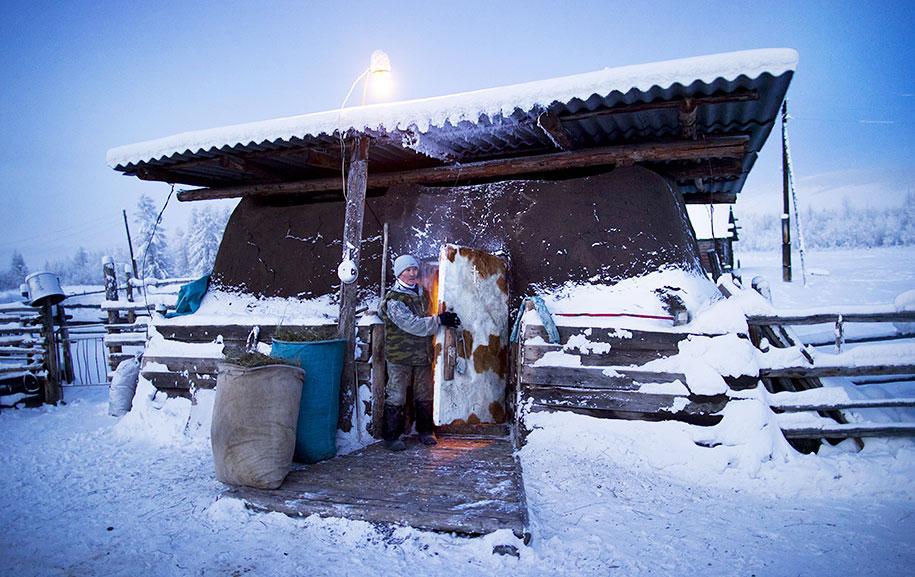 coldest-village-oymyakon-russia-amos-chapple-11