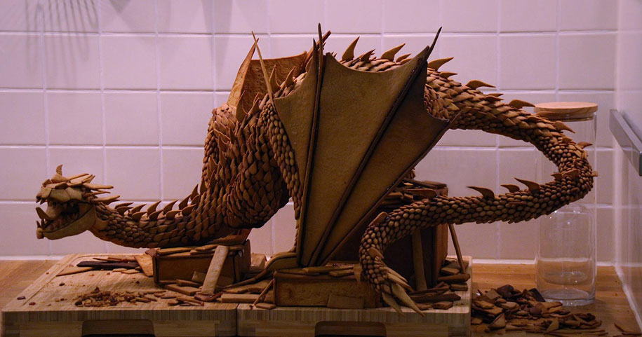 dragon-smaug-gingerbread-sculpture-caroline-eriksson-1