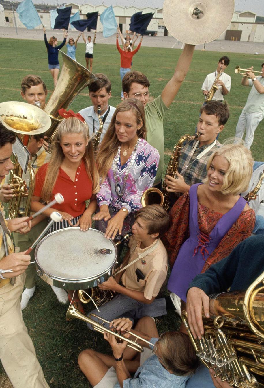 1969-hippie-high-school-counterculture-photography-2