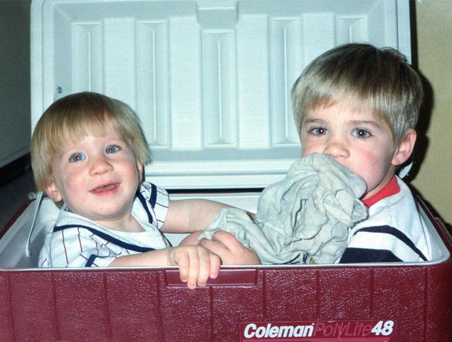 brothers-childhood-photo-recreation-christmas-calendar-gift-10