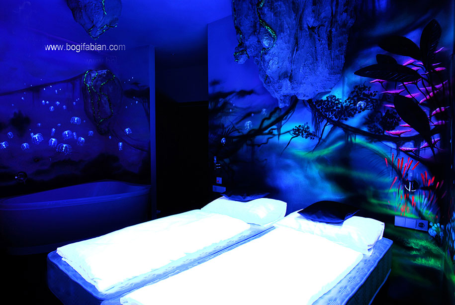 glowing-murals-uv-blacklight-art-bogi-fabian-11