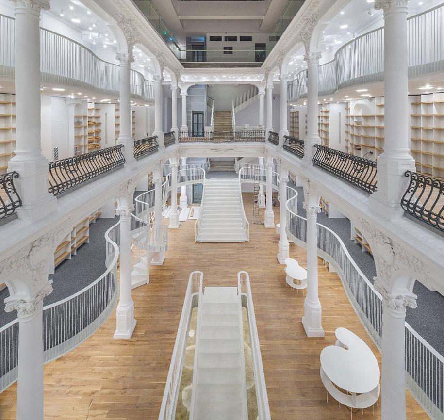 fantastic-bookstore-carousel-light-bucharest-romania-7