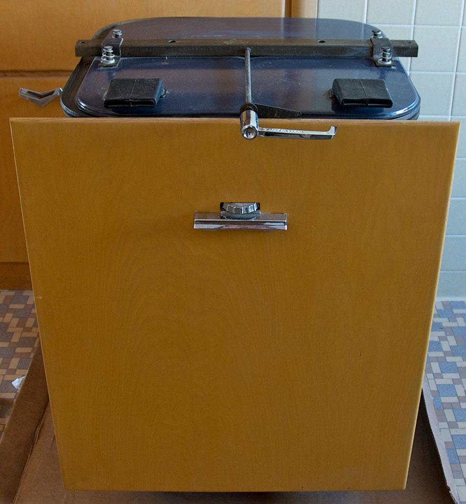 retro-50s-kitchen-pink-nathan-chandler14