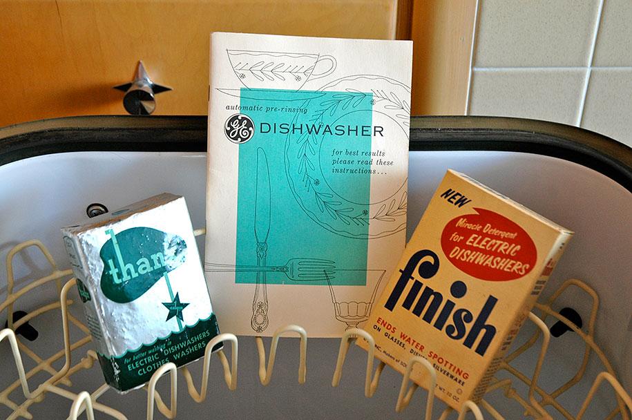 retro-50s-kitchen-pink-nathan-chandler15