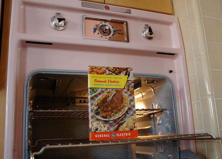 retro-50s-kitchen-pink-nathan-chandler16