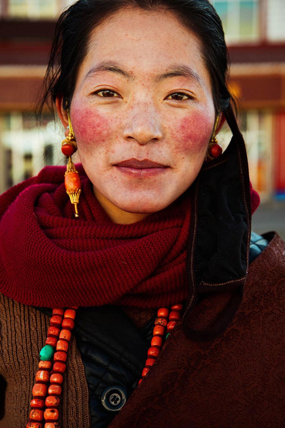 women-around-world-atlas-beauty-mihaela-noroc-11