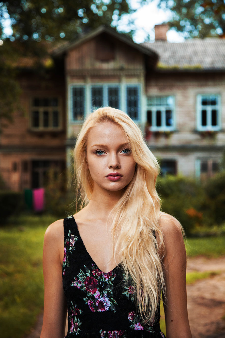 women-around-world-atlas-beauty-mihaela-noroc-8