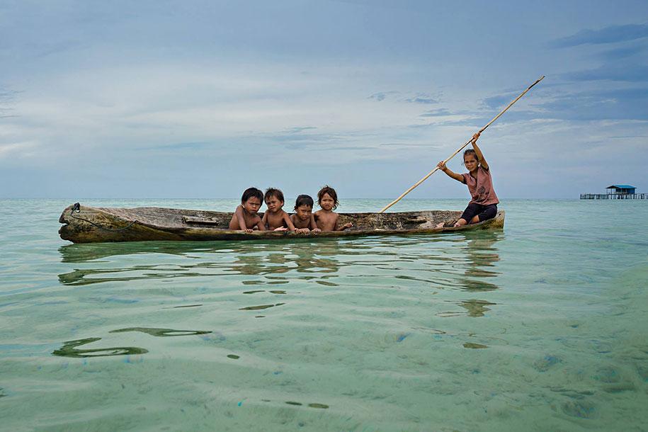 bajau-borneo-sea-gypsies-rehahn-croquevielle-4